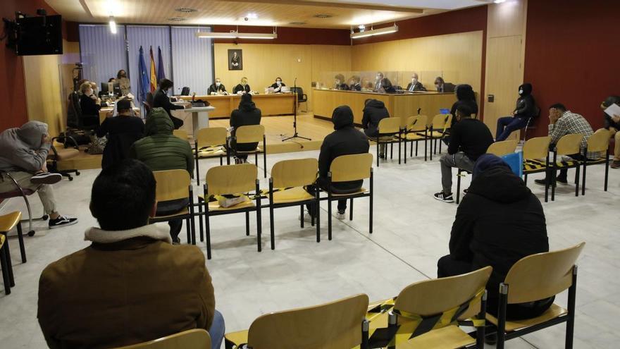 Catorce acusados por los disturbios del derbi regional llegan a un acuerdo con la Fiscalía y trece evitarán la cárcel