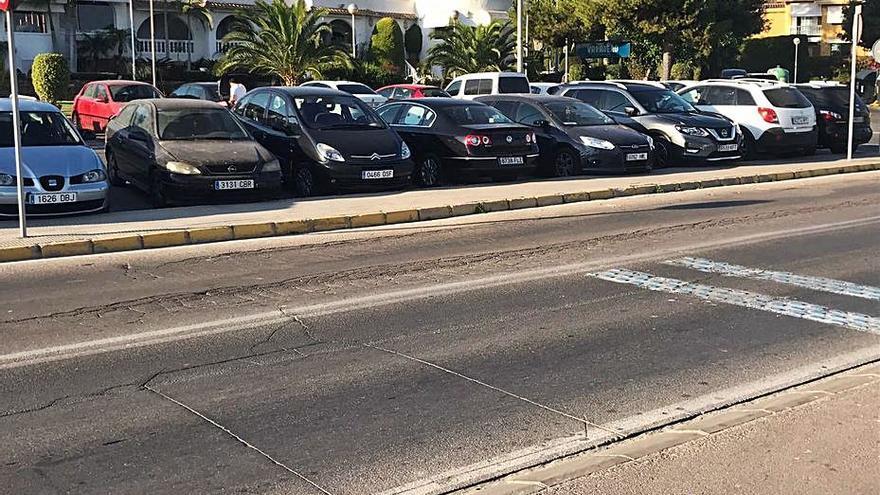 Calles turísticas de Santa Pola llenas de baches y problemas de asfaltado