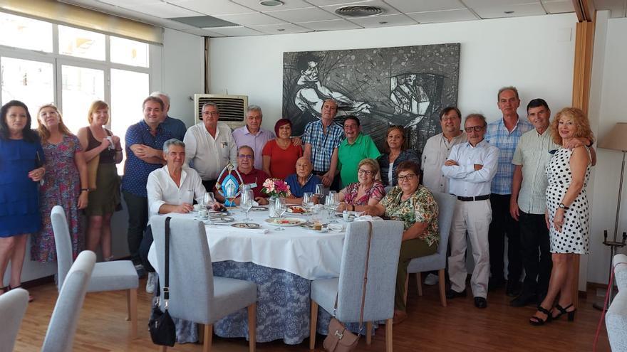 Homenaje al expresidente de Barraquers Per la Festa y de la Federación de Barracas Vicente Buades