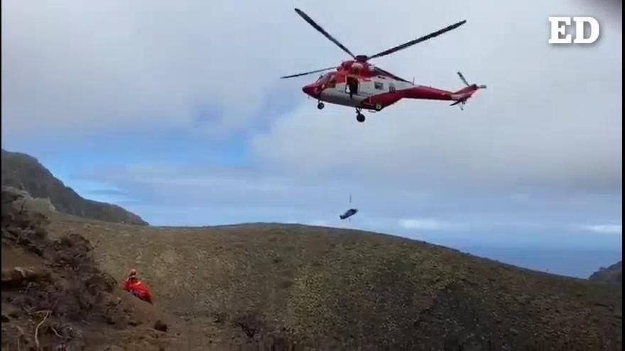 Rescatan a una mujer herida en un sendero de La Laguna