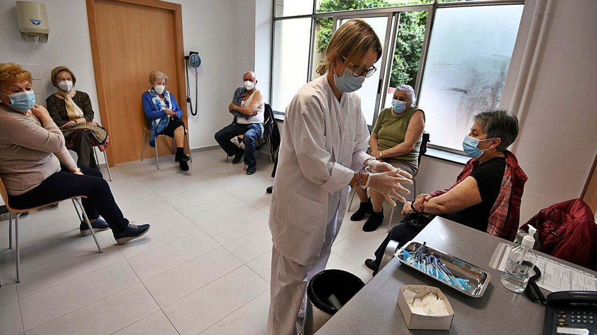 El ambulatorio Virgen Peregrina empezó a administrar la segunda dosis de Pfizer.