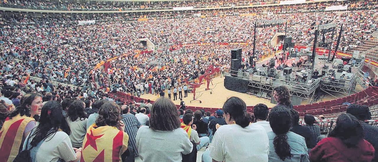 Els concerts multitudinaris en la plaça de bous han sigut una de les principals armes de l'ACPV