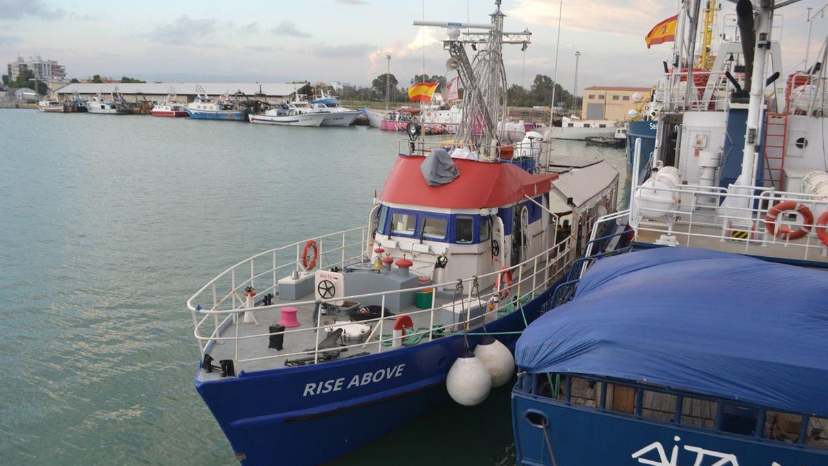 El barco 'Rise Above', atracado en el Puerto de Burriana, este jueves.