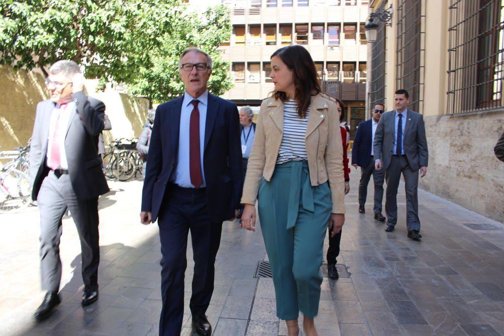 El Ministro de Cultura, José Guirao, llega al ayuntamiento acompañado de Sandra Gómez.