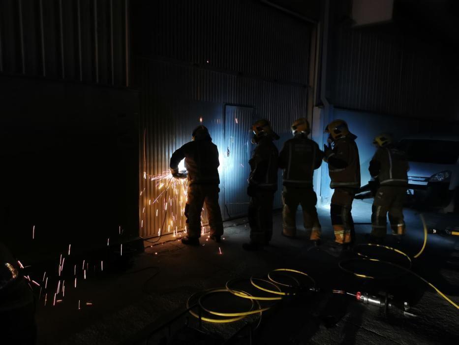 Alarma por un incendio en una nave de Can Valero