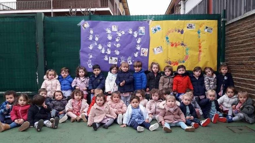 La Escolanía canta por la paz en Cangas de Onís