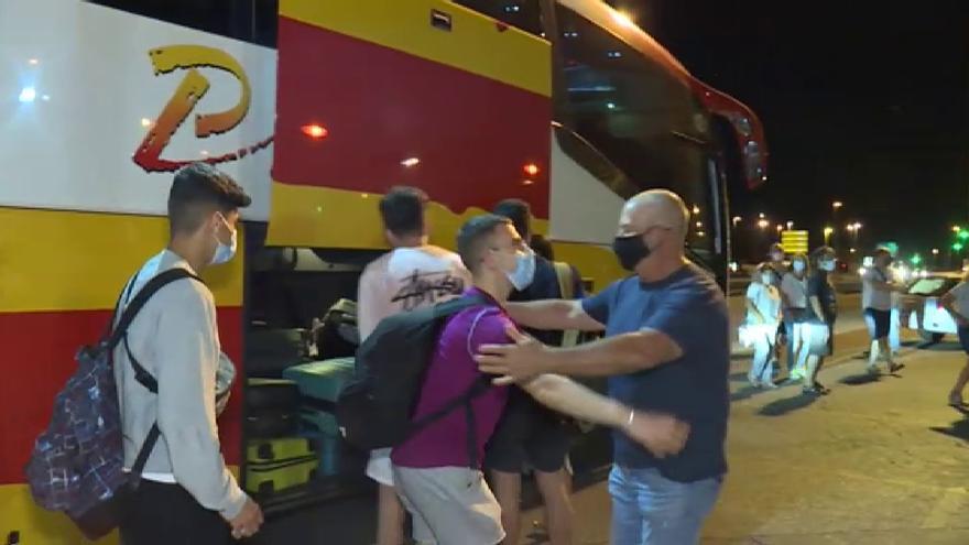 Ya están en casa los 118 jóvenes procedentes de Mallorca