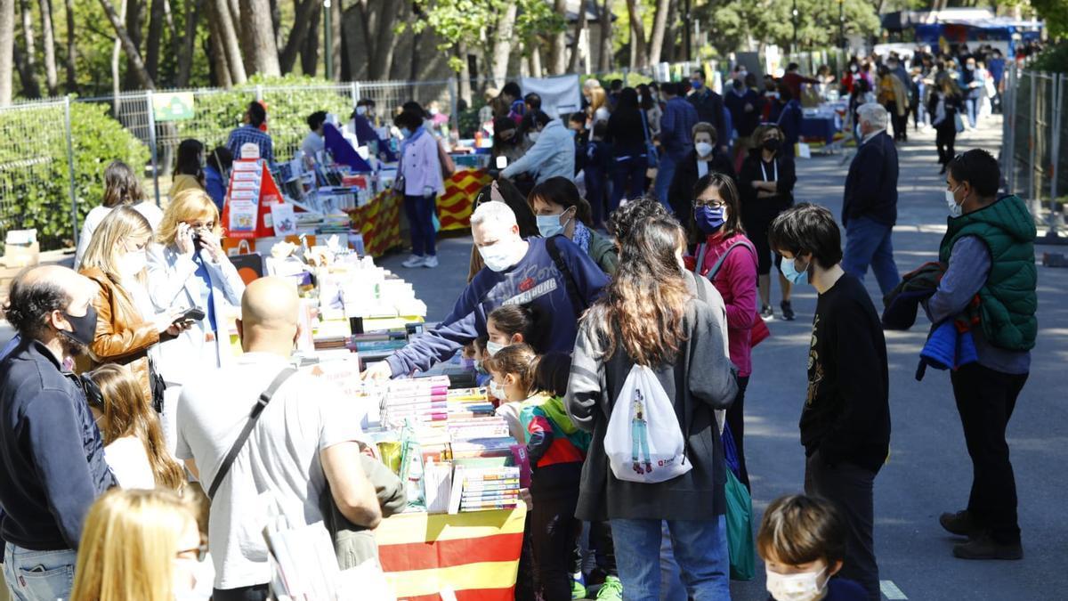 El Parque Grande José Antonio Labordeta se estrena como sede del Día del libro.