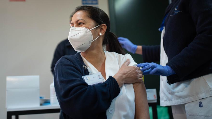 Canarias ha inmunizado a 53.214 personas contra el Covid-19