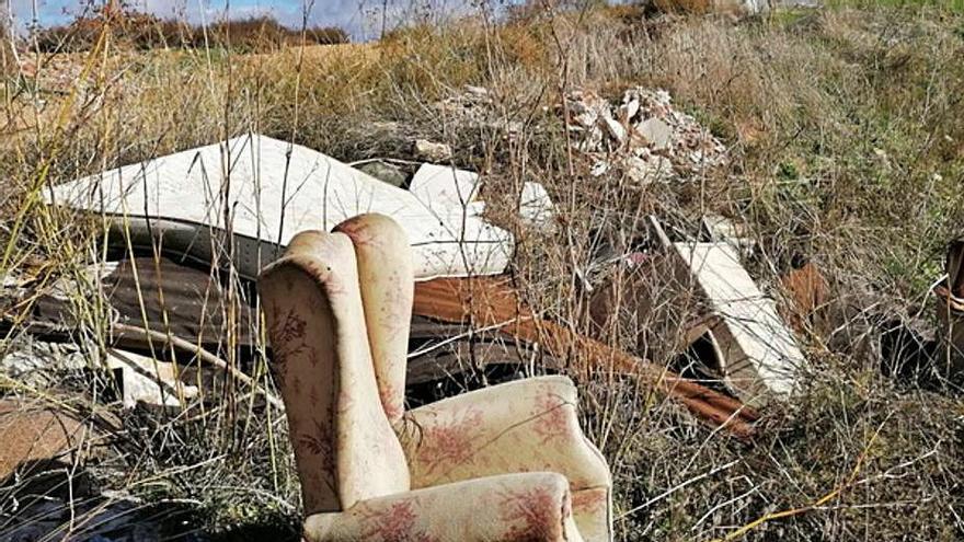 Toro insta a denunciar el depósito de basura en parajes naturales