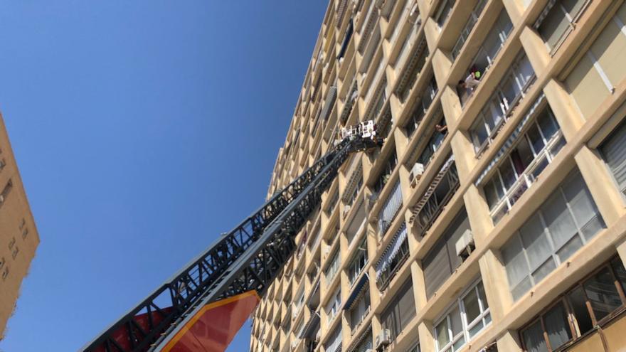 Rescatan a una nonagenaria que no podía moverse ni pedir ayuda en su casa en Alicante