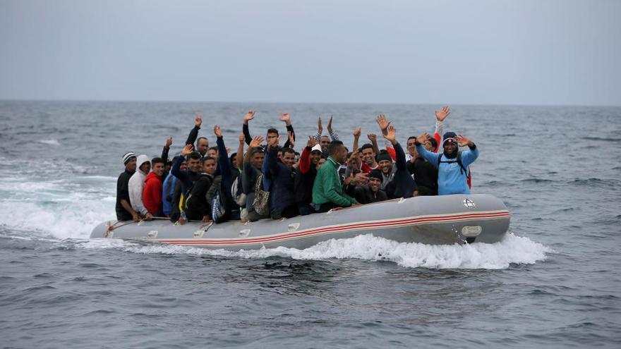 Rescatan a 27 magrebíes en una patera a 120 Km de Canarias