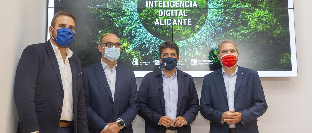 El diputado Adrián Ballester, el rector Manuel Palomar (UA), el presidente de la Diputación, Carlos Mazón, y el rector Juan José Ruiz (UMH).