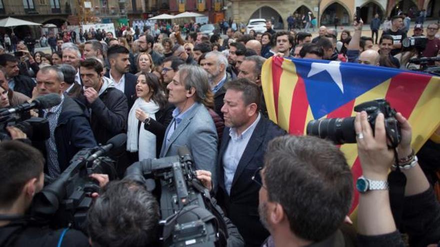 Decenas de independentistas insultan y amenazan a Arrimadas en Vic