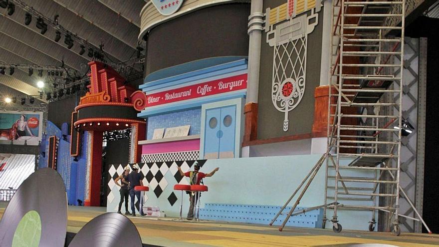 Construcción del escenario principal del Carnaval de Santa Cruz de Tenerife 2020.