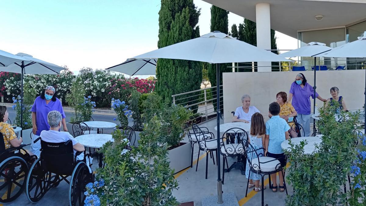 La Terraza 'a la fresca' en Ca'n Granada es un nuevo espacio para la salud de los usuarios
