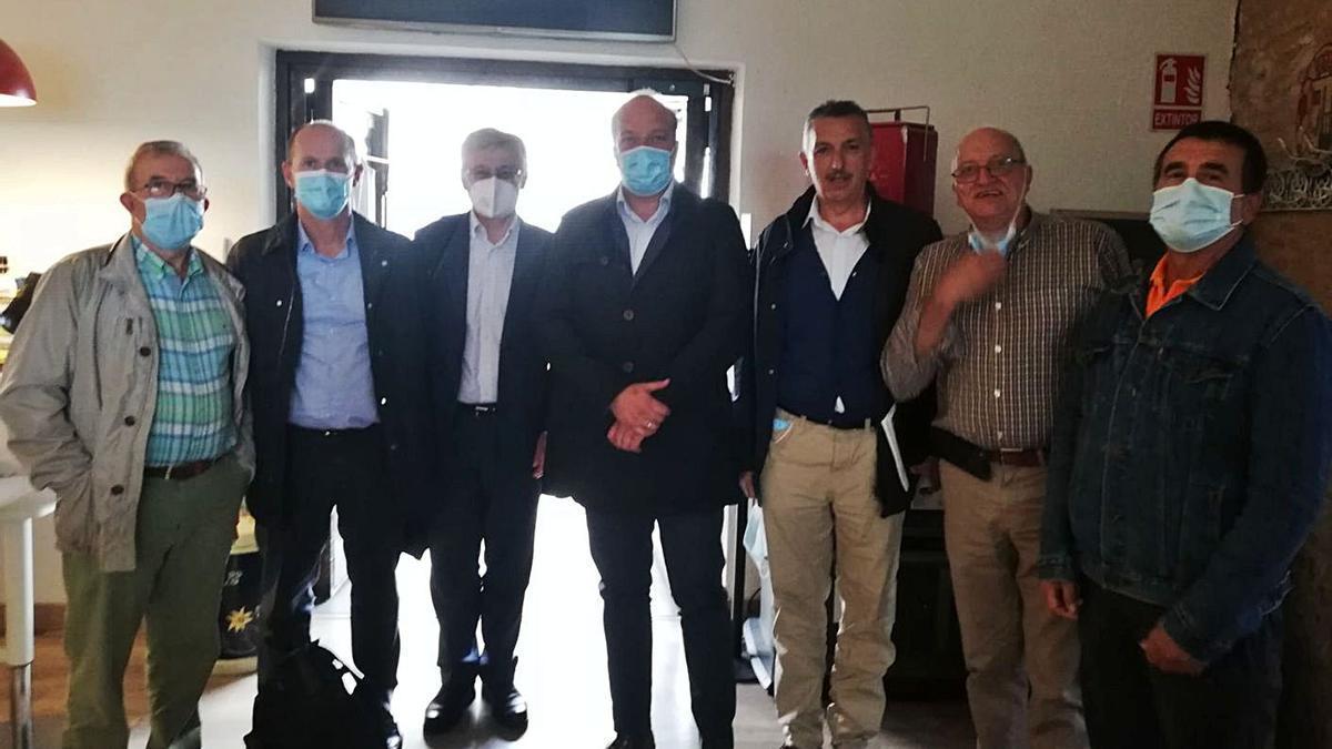 Asistentes a la reunión entre empresas y clubes del embalse de Ricobayo e Iberdrola. | Cedida