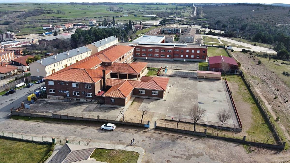Vista aérea del Instituto de Alcañices.   Ch. S.