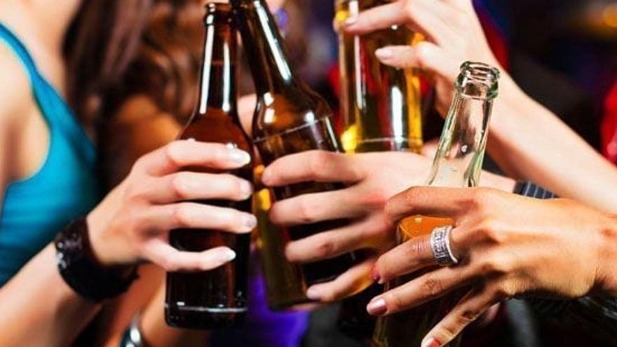 El consum d'alcohol durant l'adolescència duplica el risc  de patir càncer de mama