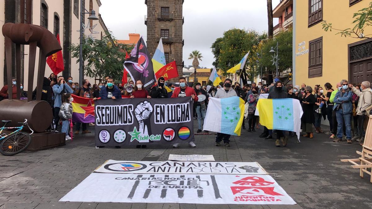La protesta congregó unas 80 personas