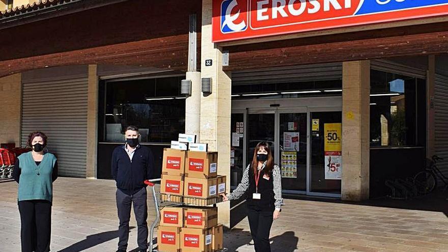 Eroski entrega 5.500 mascarillas al ayuntamiento de Alcúdia