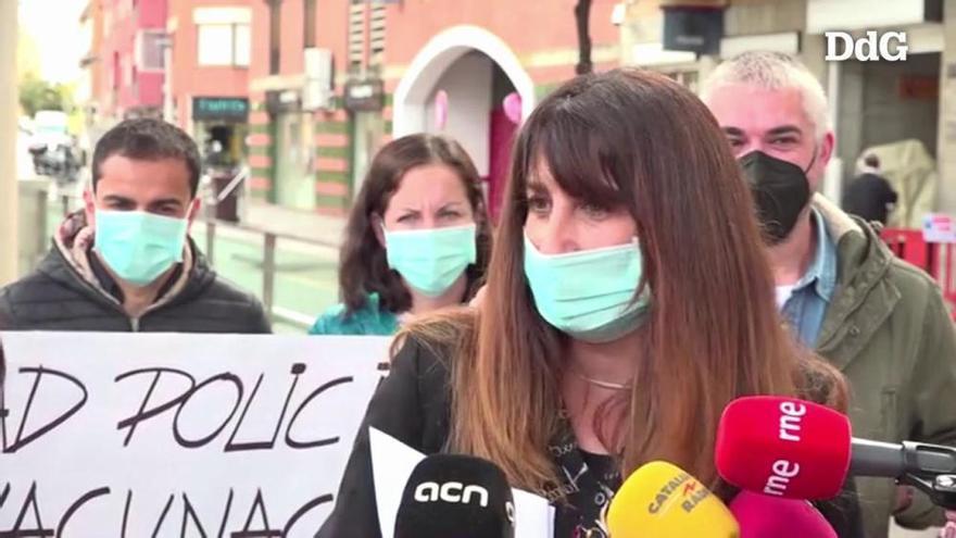 Vídeo| La Policia Nacional de Lloret es concentra per exigir que els vacunin