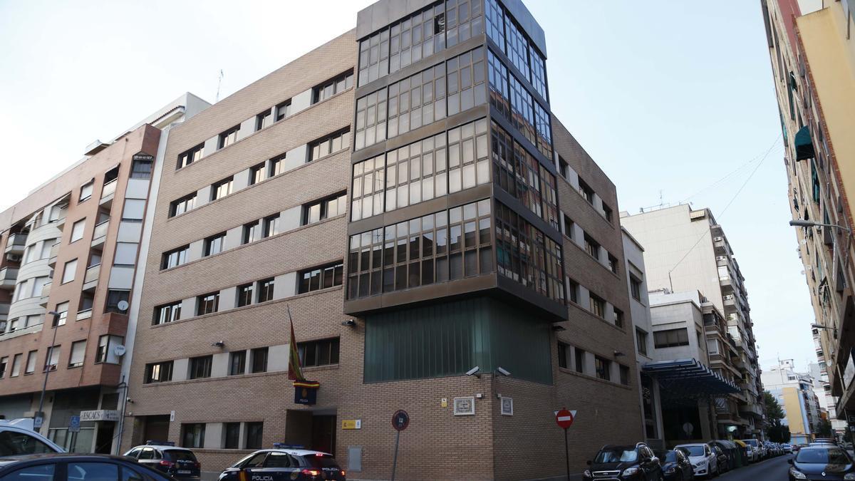 La violación en grupo ocurrida en un municipio de la Ribera se denunció en la comisaría de Alzira.