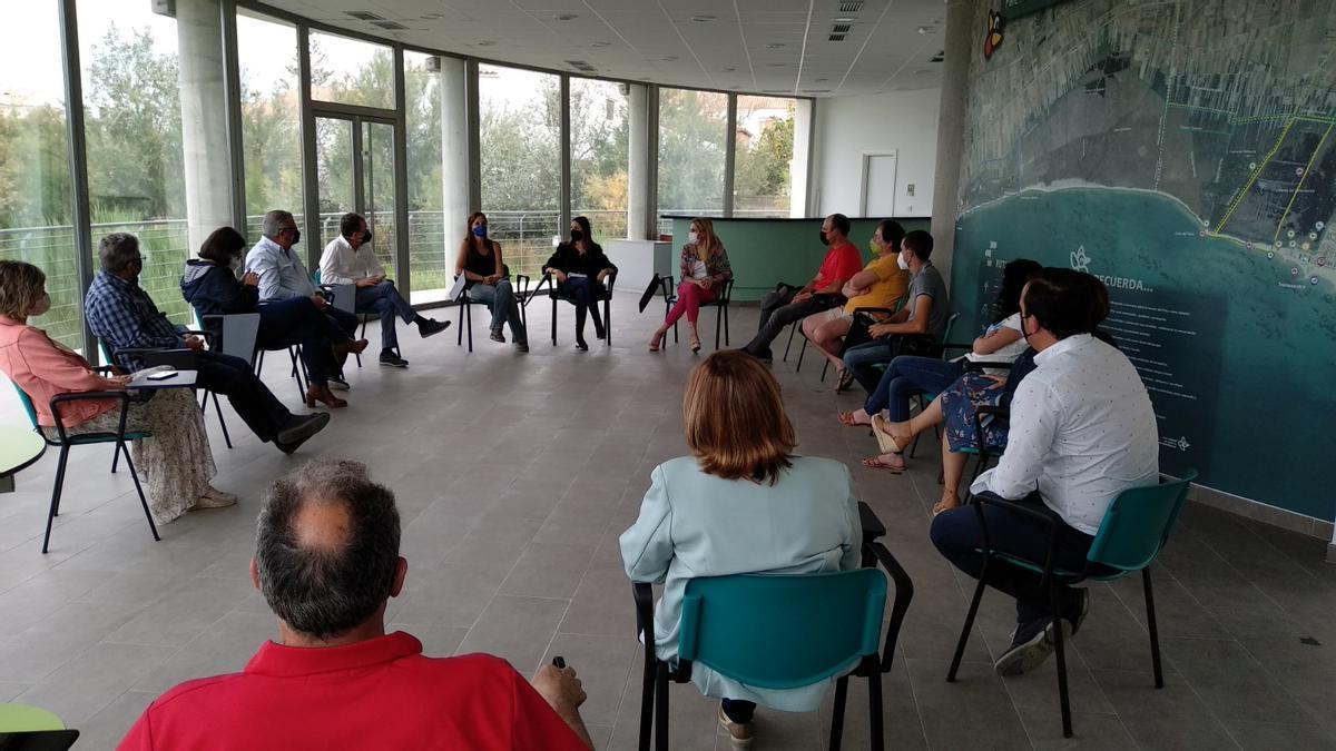 Imagen de la reunión mantenida por alcaldes del Partido Popular sobre la plaga de jabalís.