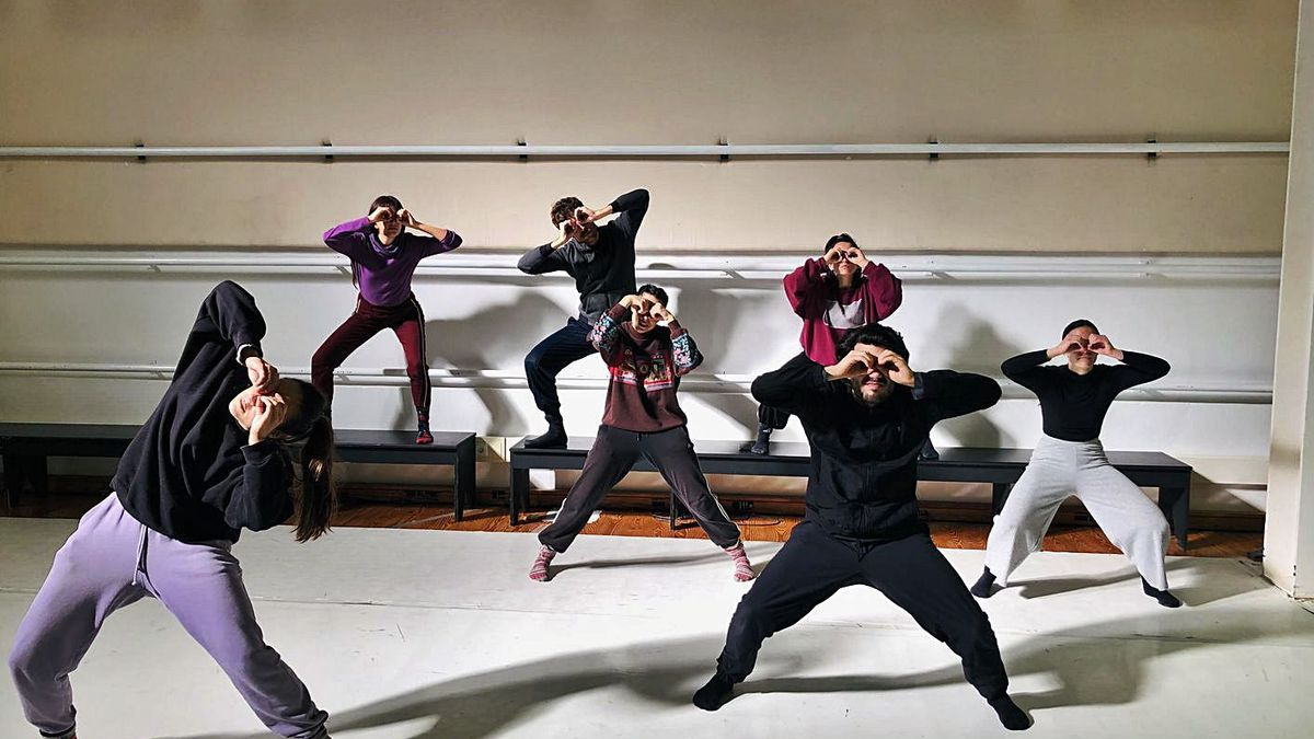 Ballarins de Mou Dansa en 'Fake Life'. | L-EMV