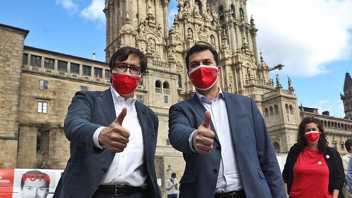 Salvador Illa, a la izquierda, y Gonzalo Caballero, ayer en Santiago.