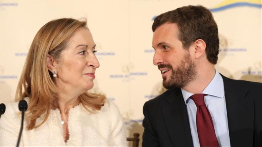 Casado anuncia que Pastor será ministra si gobierna el PP