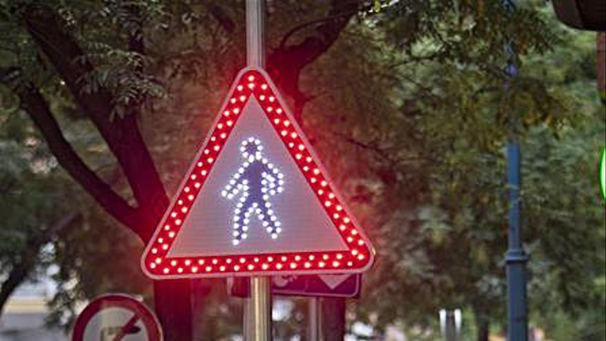 Xàtiva incorpora un paso de cebra y luces a la calle Vicent Boix