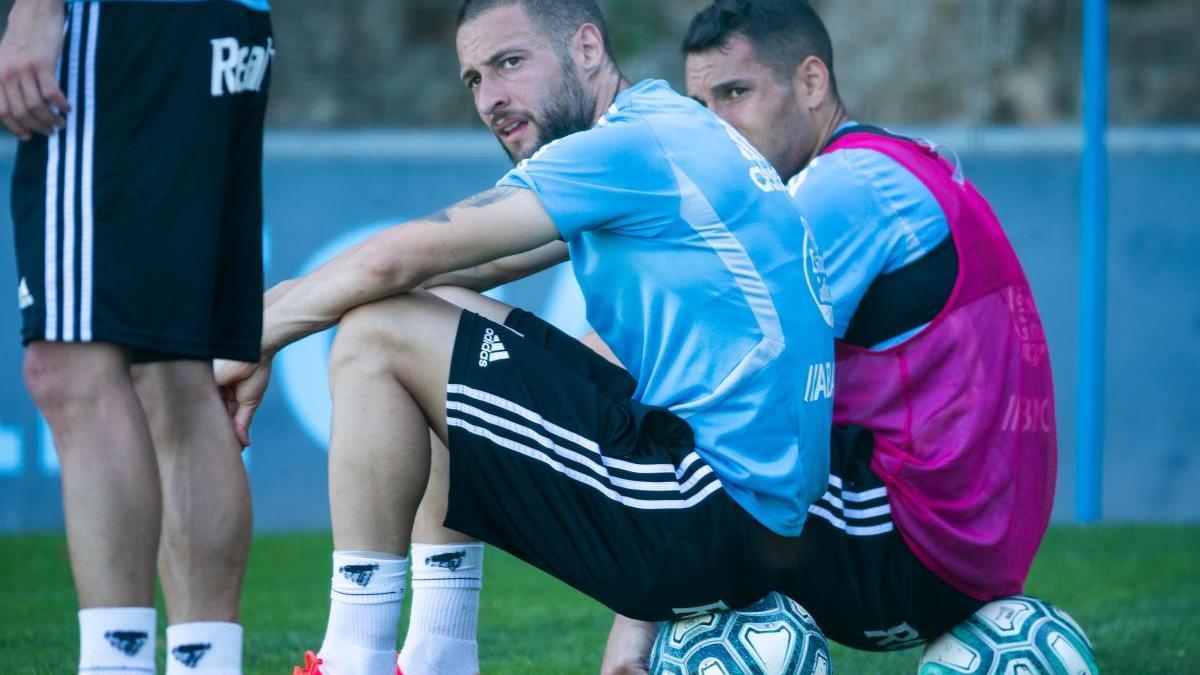 David Juncà, junto a Hugo Mallo en un entrenamiento del Celta. // Lalo R. Villar
