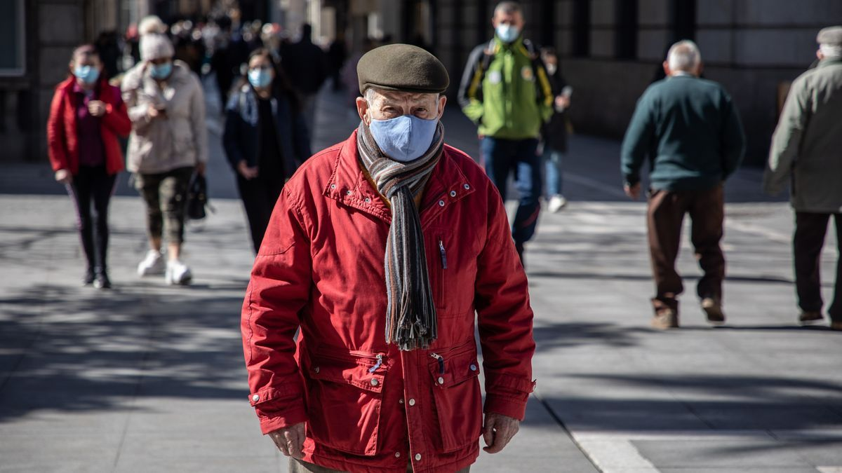 Gente con mascarilla paseando por Zamora.