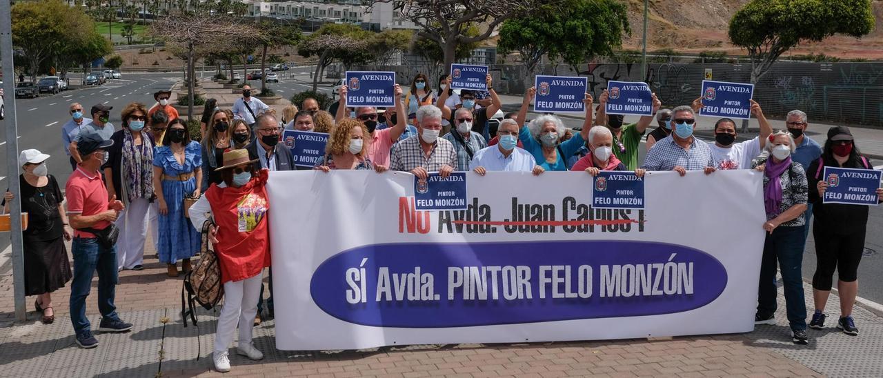 Concentración a favor del cambio de nombre de la avenida Juan Carlos I