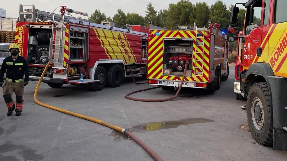 Imagen de los bomberos del Consorcio en un incendio reciente en Moró.