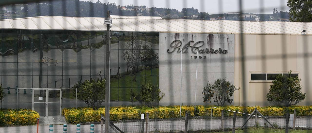 """Vista exterior de la tienda """"outlet"""" de Pili Carrera en Mos, Pontevedra"""