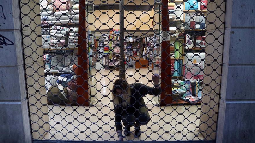 Málaga salva el cierre de actividad por la bajada de contagios