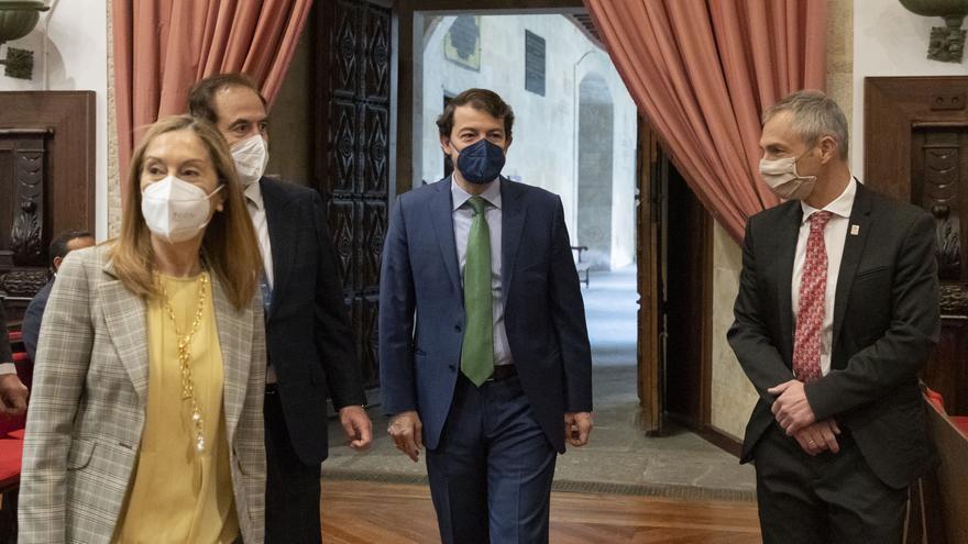 """Mañueco ve fundamental a la universidad de Castilla y León para """"atacar de raíz"""" el populismo y el proteccionismo"""