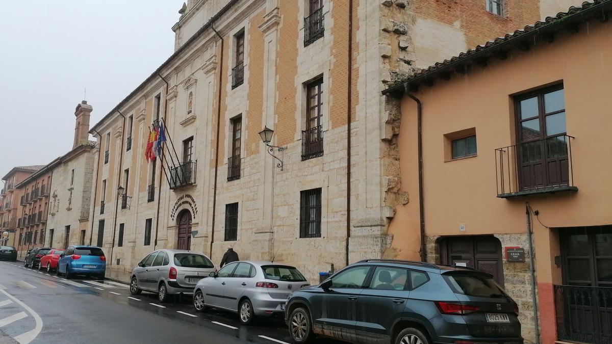 Edificio que alberga el servicio que presta la Residencia Virgen del Canto de Toro