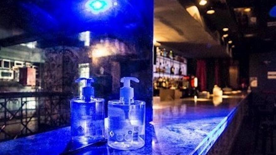 Canarias amplía hasta la medianoche el cierre de bares y restaurantes