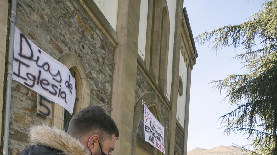 El encierro de los hosteleros en La Felguera acumula ya once días