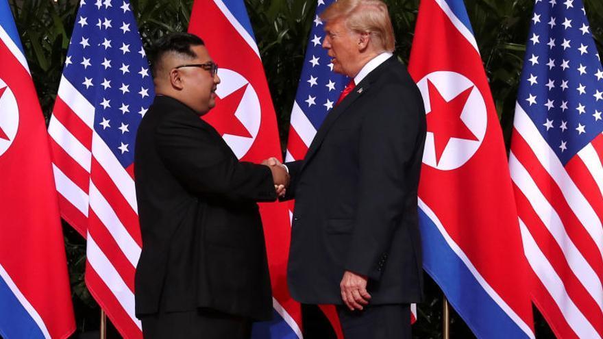 Trump crea un «vincle especial» amb Kim Jong-un després d'una cimera «històrica»