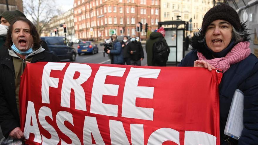Denegada la llibertat condicional a Assange per risc de fuga