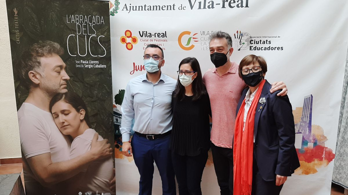 El alcalde de Vila-real, José Benlloch, junto a Sergio Caballero, Paula Llorens y la edila Rosario Royo,  en la presentación del patrocinio.