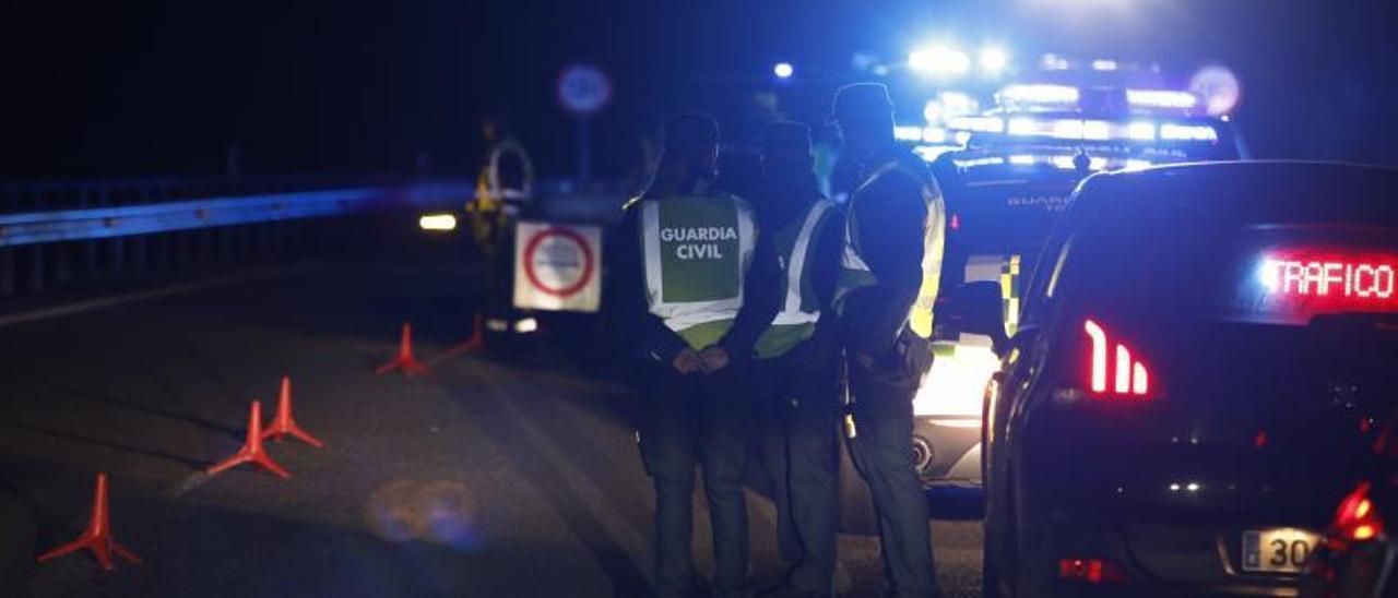 Agentes en el lugar del accidente, el pasado lunes. | Ángel González