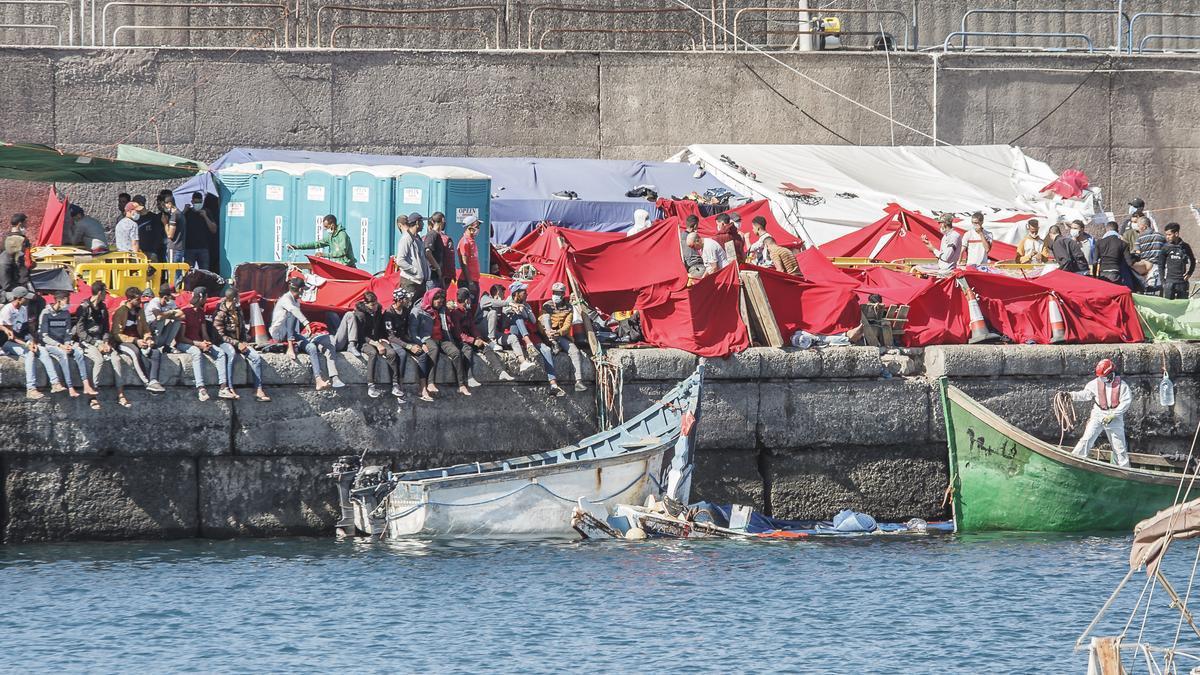 """Ábalos asegura que """"se está trabajando en la repatriación"""" de los inmigrantes que llegan a Canarias"""