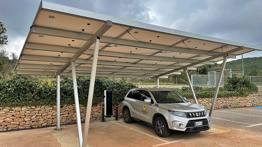 Pérgola solar para vehículos eléctricos en Sant Carles