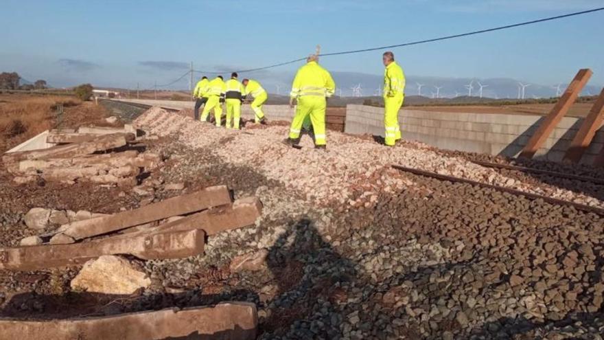 Adif restablece el tráfico ferroviario entre Almargen y Campillos tras el descarrilamiento del jueves