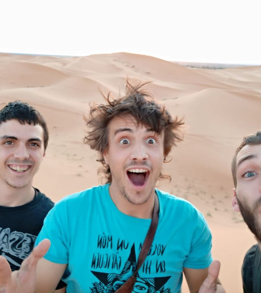 El Trio Calavera actua a la plaça de La Cate de Figueres